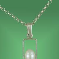 """Penjoll rectangle amb una perla de la col.lecció """"abril"""""""